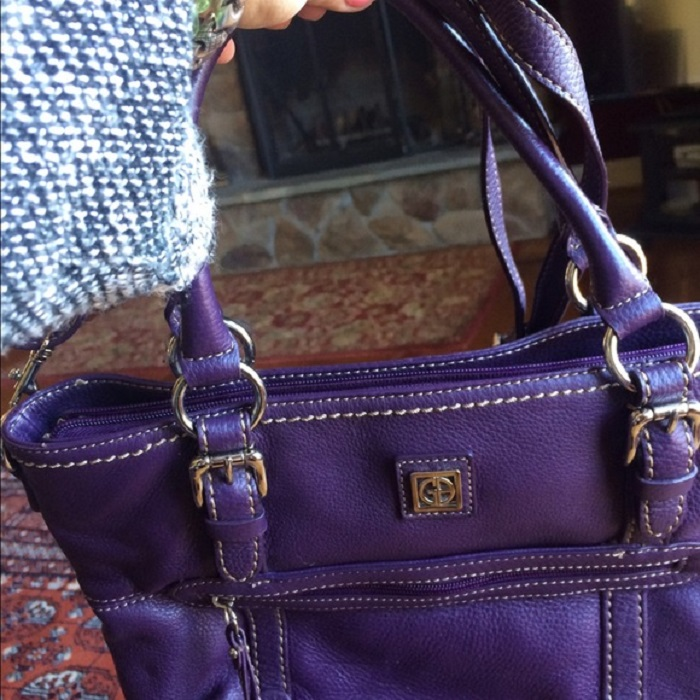 what color handbag goes with everything